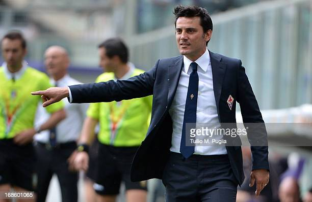 Head coach Vincenzo Montella of Fiorentina issues instructions during the Serie A match between ACF Fiorentina and US Citta di Palermo at Stadio...