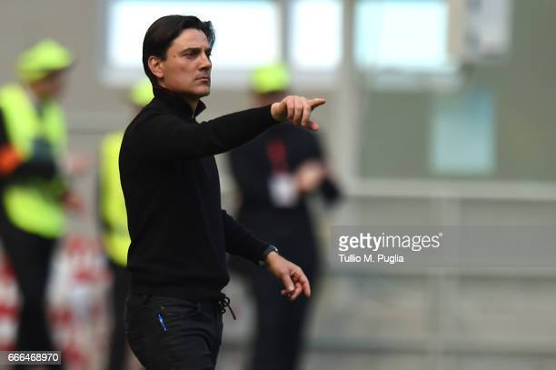 Head coach Vincenzo Montella of Milan issues instructions during the Serie A match between AC Milan and US Citta di Palermo at Stadio Giuseppe Meazza...