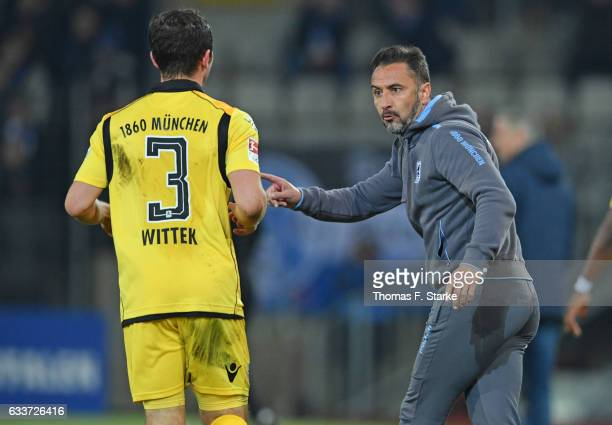 Head coach Vitor Pereira of Munich gives advice to Maximilian Wittek of Munich during the Second Bundesliga match between DSC Arminia Bielefeld and...