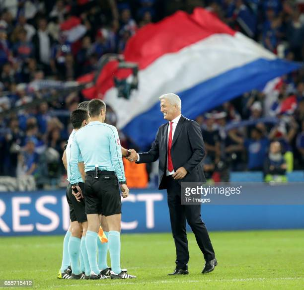 Head coach Vladimir Petkovic of Switzerland shakes hands during the UEFA Euro 2016 Group A match between the Switzerland and France at Stade...