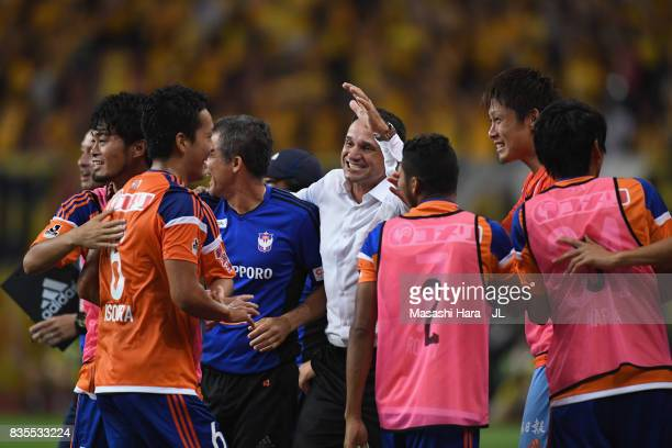 Head coach Wagner Lopes of Albirex Niigata celebrates his side's first goal with his staffs and substitute players during the JLeague J1 match...
