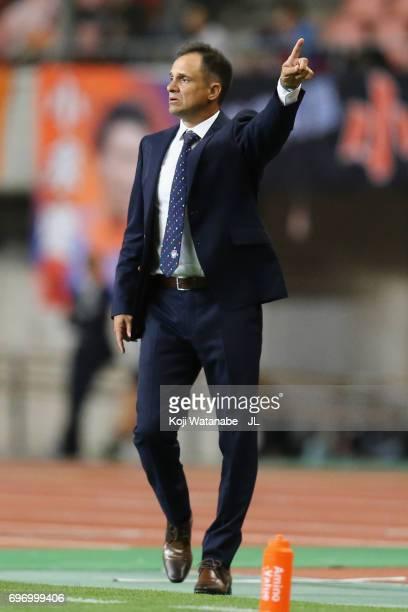 Head coach Wagner Lopes of Albirex Niigata gestures during the JLeague J1 match between Albirex Niigata and Omiya Ardija at Denka Big Swan Stadium on...