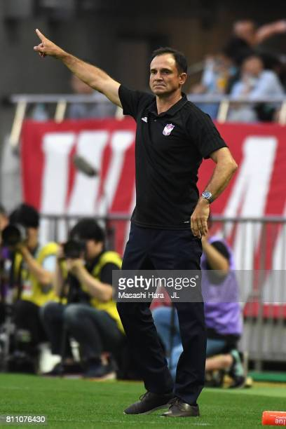 Head coach Wagner Lopes of Albirex Niigata gestures during the JLeague J1 match between Urawa Red Diamonds and Albirex Niigata at Saitama Stadium on...