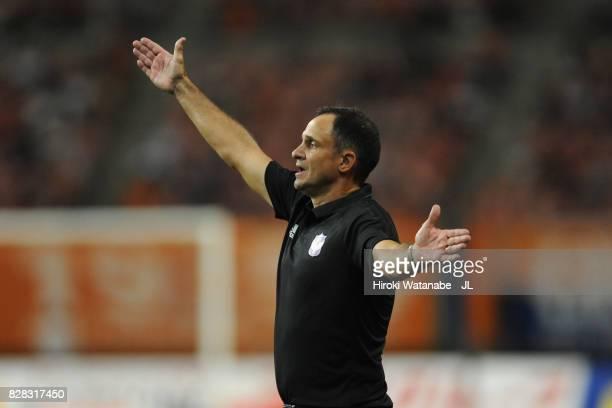 Head coach Wagner Lopes of Albirex Niigata gestures during the JLeague J1 match between Albirex Niigata and Kawasaki Frontale at Denka Big Swan...