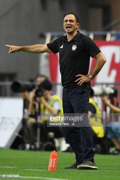 Head coach Wagner Lopes of Albirex Niigata gives instruction during the JLeague J1 match between Urawa Red Diamonds and Albirex Niigata at Saitama...