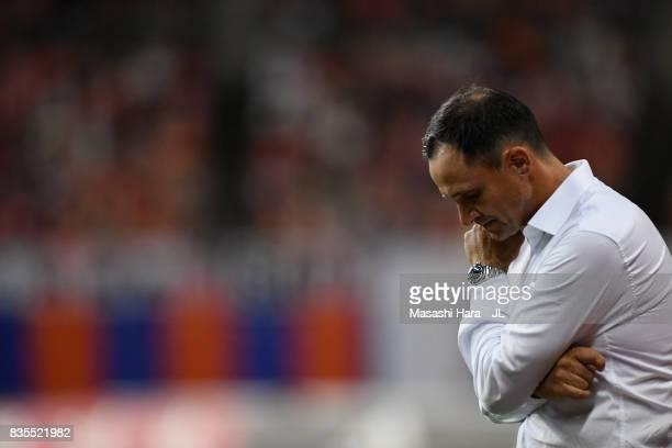 Head coach Wagner Lopes of Albirex Niigata looks on during the JLeague J1 match between Albirex Niigata and Vegalta Sendai at Denka Big Swan Stadium...