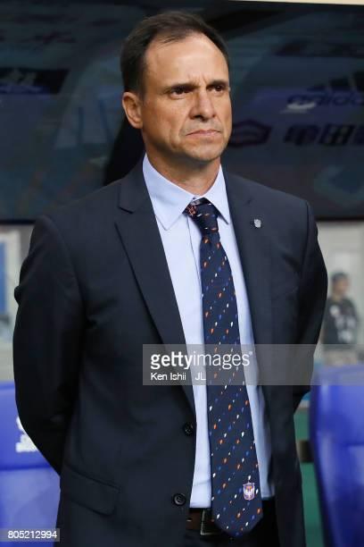 Head coach Wagner Lopes of Albirex Niigata looks on prior to the JLeague J1 match between Albirex Niigata and Jubilo Iwata at Denka Big Swan Stadium...