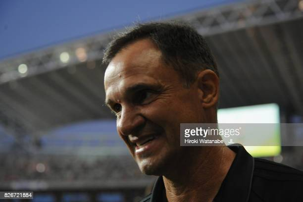 Head coach Wagner Lopes of Albirex Niigata looks on prior to the JLeague J1 match between Albirex Niigata and Yokohama FMarinos at Denka Big Swan...