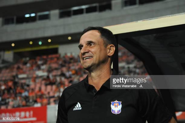 Head coach Wagner Lopes of Albirex Niigata looks on prior to the JLeague J1 match between Albirex Niigata and Kawasaki Frontale at Denka Big Swan...