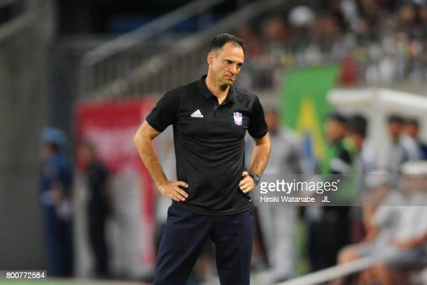 Head coach Wagner Lopes of Albirex Niigata reacts during the JLeague J1 match between Kashima Antlers and Albirex Niigata at Kashima Soccer Stadium...