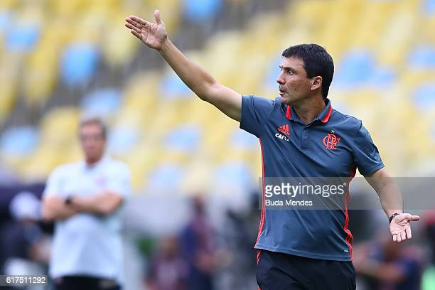 Head coach Ze Ricardo of Flamengo gestures during a match between Flamengo and Corinthians as part of Brasileirao Series A 2016 at Maracana stadium...