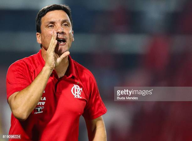 Head coach Ze Ricardo of Flamengo gestures during a match between Flamengo and Palmeiras as part of Brasileirao Series A 2017 at Ilha do Urubu...