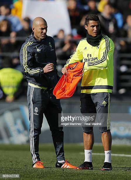 Head coach Zinadine Zidane of Real Madrid looks on alongside Cristiano Ronaldo during a training session at Estadio Alfredo Di Stefano on January 5...