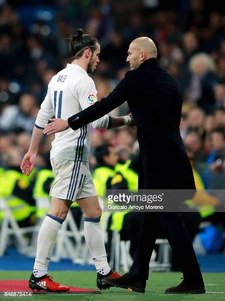 Head coach Zinedine Zidane of Real Madrid CF encourages his player Gareth Bale as he leaves te pithc after being punished with a red card during the...