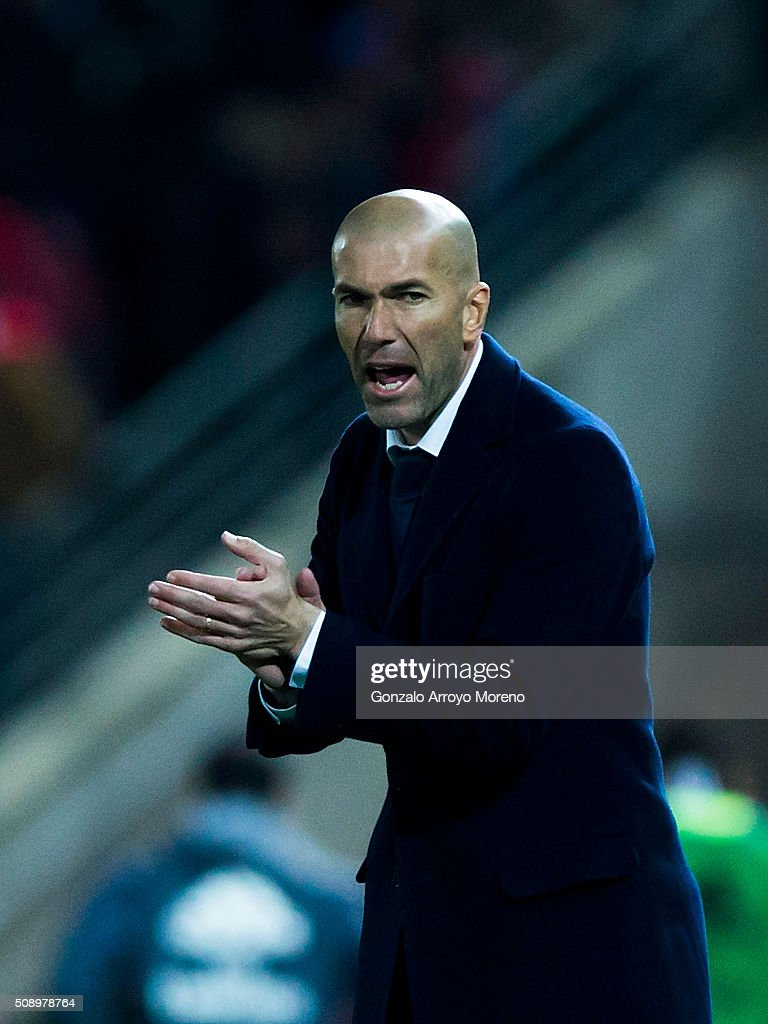 Head coach <a gi-track='captionPersonalityLinkClicked' href=/galleries/search?phrase=Zinedine+Zidane&family=editorial&specificpeople=172012 ng-click='$event.stopPropagation()'>Zinedine Zidane</a> of Real Madrid CF encourages his team during the La Liga match between Granada CF and Real Madrid CF at Estadio Nuevo Los Carmenes on February 7, 2016 in Granada, Spain.