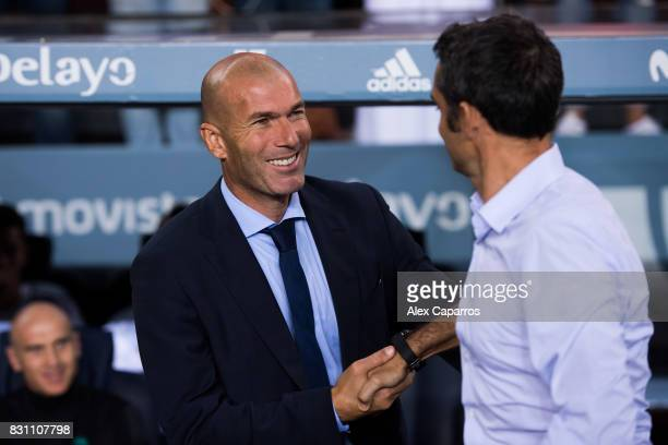 Head coach Zinedine Zidane of Real Madrid CF shakes hands with Head coach Ernesto Valverde of FC Barcelona during the Supercopa de Espana Supercopa...