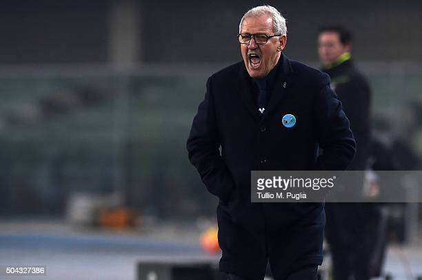 Head coache Luigi Del Neri of Hellas Verona shouts during the Serie A match between Hellas Verona FC and US Citta di Palermo at Stadio Marc'Antonio...
