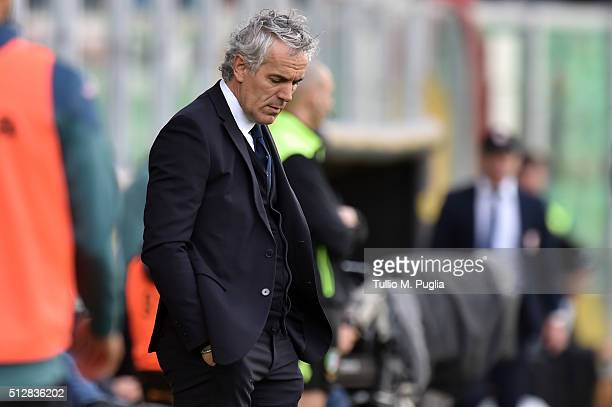 Head coache Roberto Donadoni of Bologna looks on during the Serie A match between US Citta di Palermo and Bologna FC at Stadio Renzo Barbera on...