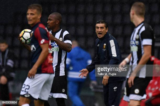 Head coch Ivan Juric of Genoa issues instructions during the Serie A match between Udinese Calcio and Genoa CFC at Stadio Friuli on September 10 2017...