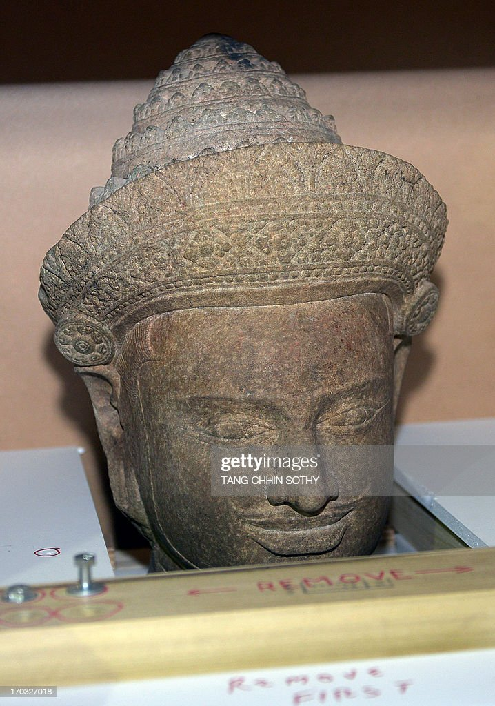 A head of a 10th century statue is seen in a box upon its arrival at Phnom Penh International Airport on June 11, 2013. Two 10th century statues that Cambodia says were looted from a jungle temple several decades ago were returned home on June 11 from New York's Metropolitan Museum of Art, in what the kingdom described as a 'historic' moment. AFP PHOTO/ TANG CHHIN SOTHY