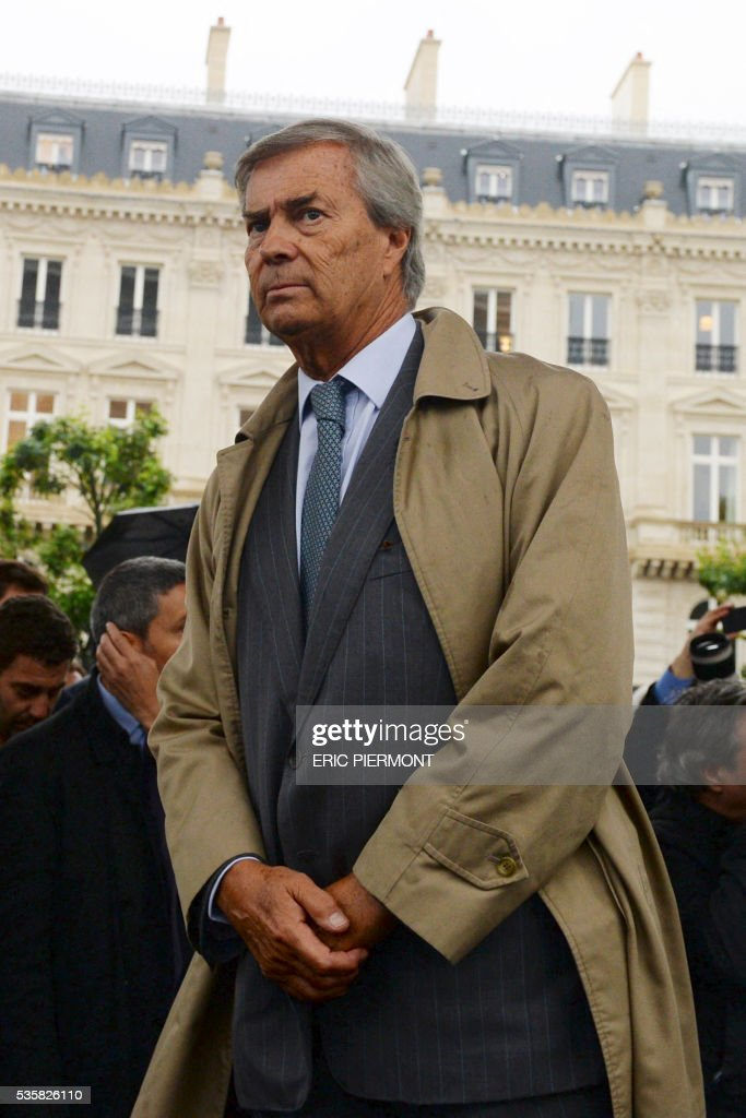 Head of Bollore Group Vincent Bollore attends the official launch of the first electric Bluebus of the RATP 341 line Clignancourt-Charles de Gaulle-Etoile at Place de l'Etoile in Paris, on May 30, 2016. / AFP / ERIC