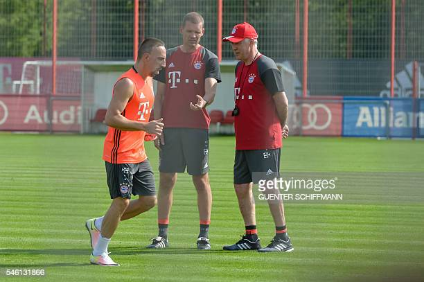 Head of medical staff and fitness Hogler Broich and Bayern Munich's Italian head coach Carlo Ancelotti watch Bayern Munich's French midfielder Franck...