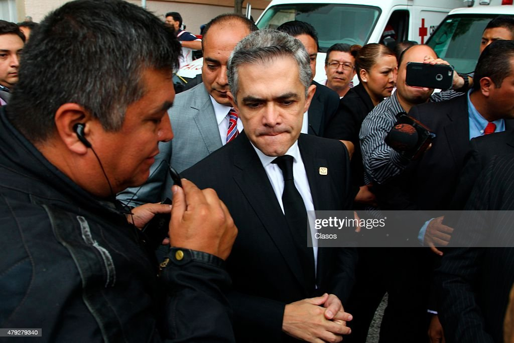 Head of Mexico City Government Miguel Angel Mancera arrives to the funeral of Mexican journalist Jacobo Zabludovsky at Israeli Cemetery on July 02, 2015 in Mexico City, Mexico.
