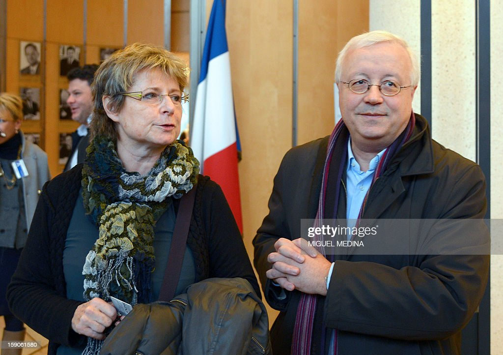 Head of the independent online press union (Spiil) Maurice Botbol (R) and general directorf the group of digital editors (Geste) Laure de Lataillade arrive at the Economy ministry in Paris, on January 7, 2013 , prior to a meeting with French Junior minister for Digital economy, over a decision by internet provider Free telecoms to block online advertisements.