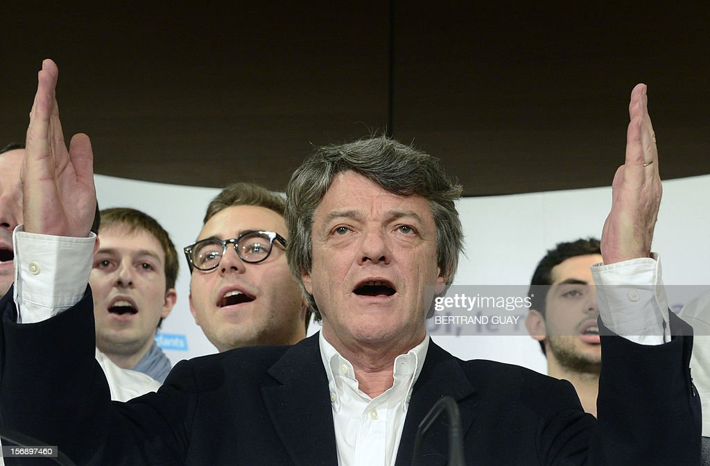 Head of Union of Democrats and Independents (UDI) party, Jean-Louis Borloo delivers a speech, on November 24, 2012 at the 'Maison de la Mutualite' conference centre in Paris. France's centre-right UDI and far-right Front National (FN) recently declared registering an increasing number of new memberships since the bitterly contested leadership election of main opposition right-wing party Union for a Popular Movement (UMP). AFP PHOTO BERTRAND GUAY