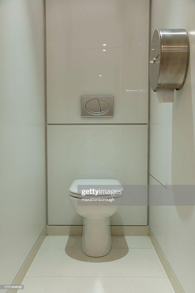 Head on photo of clean, modern, minimalistic bathroom