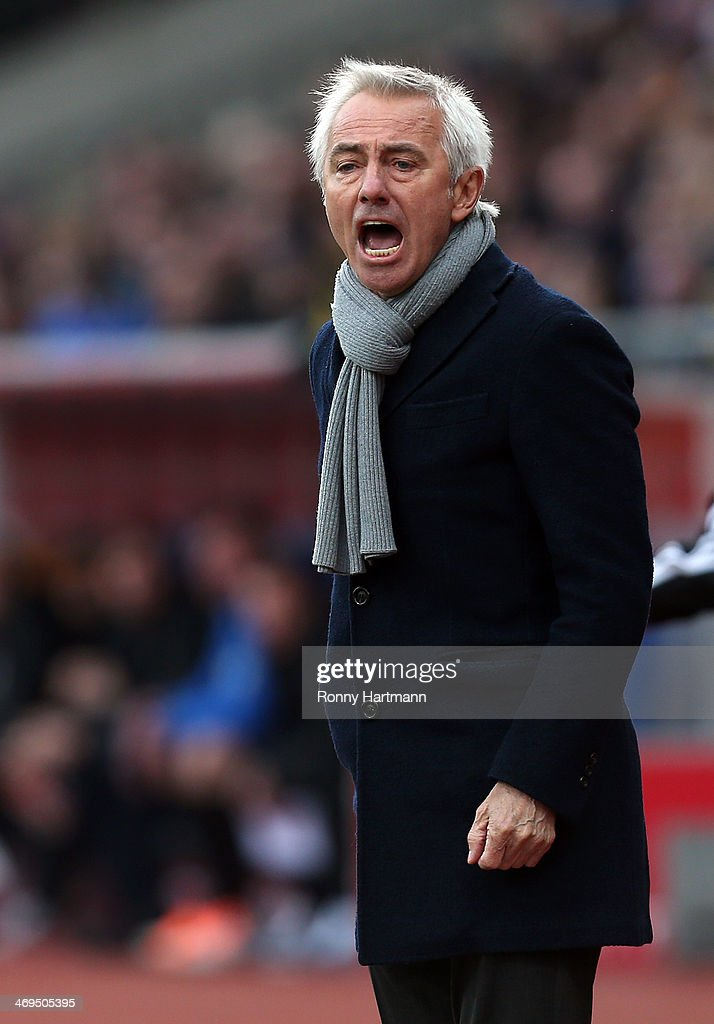 Headcoach <a gi-track='captionPersonalityLinkClicked' href=/galleries/search?phrase=Bert+van+Marwijk&family=editorial&specificpeople=649210 ng-click='$event.stopPropagation()'>Bert van Marwijk</a> of Hamburg reacts during the Bundesliga match between Eintracht Braunschweig and Hamburger SV at Eintracht Stadion on February 15, 2014 in Braunschweig, Germany.