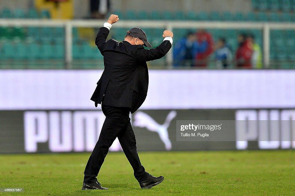 Headcoach Giuseppe Iachini of Palermo celebrates after winning the Serie B match between US Citta di Palermo and AS Cittadella at Stadio Renzo...