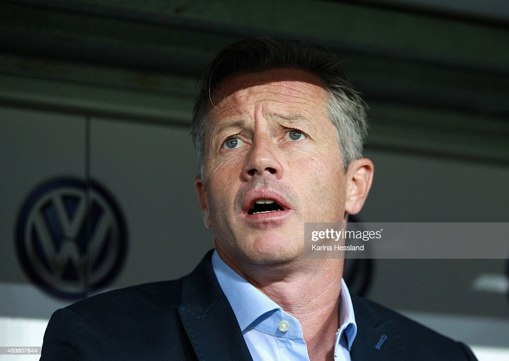 Headcoach <a gi-track='captionPersonalityLinkClicked' href=/galleries/search?phrase=Jens+Keller&family=editorial&specificpeople=2382918 ng-click='$event.stopPropagation()'>Jens Keller</a> of Schalke 04 during the DFB Cup between SG Dynamo Dresden and FC Schalke 04 at Gluecksgas-Stadion on August 18, 2014 in Dresden, Germany.