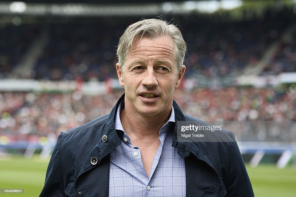Headcoach <a gi-track='captionPersonalityLinkClicked' href=/galleries/search?phrase=Jens+Keller&family=editorial&specificpeople=2382918 ng-click='$event.stopPropagation()'>Jens Keller</a> of Schalke looks on prior to the Bundesliga match between FC Schalke 04 and Hannover 96 at HDI-Arena on August 23, 2014 in Hanover, Germany.
