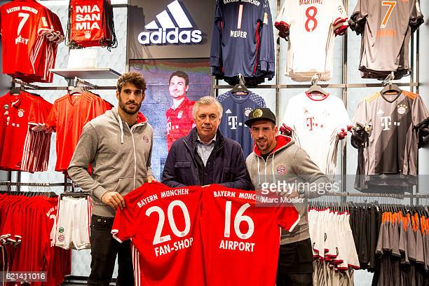 Headcoach of FC Bayern Munich Carlo Ancelotti pose with Javi Martinez and Franck Ribery at the reopening of the FC Bayern Fan Shop at Airport Munich...