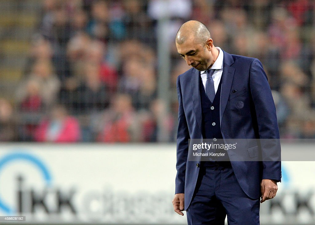 Headcoach <a gi-track='captionPersonalityLinkClicked' href=/galleries/search?phrase=Roberto+Di+Matteo&family=editorial&specificpeople=2380083 ng-click='$event.stopPropagation()'>Roberto Di Matteo</a> of FC Schalke 04 reacts during the Bundesliga match between SC Freiburg and FC Schalke 04 at Schwarzwald Stadium on November 8, 2014 in Freiburg, Germany.