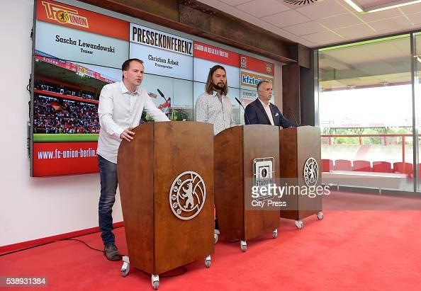 Headcoach Sascha Lewandowski dies at 44 on Juni 8 2016 in Bochum Germany Archivfoto Trainer Sascha Lewandowski Pressesprecher Christian Arbeit und...