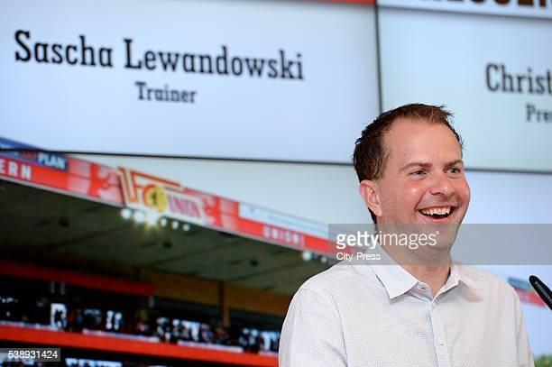 Headcoach Sascha Lewandowski dies at 44 on Juni 8 2016 in Bochum Germany Archivfoto Sascha Lewandowski während der Trainervorstellung von Sascha...