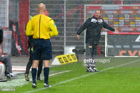 Headcoach Sascha Lewandowski dies at 44 on Juni 8 2016 in Bochum Germany Archivfoto Trainer Sascha Lewandowski vom 1 FC Union Berlin beschwert bei...