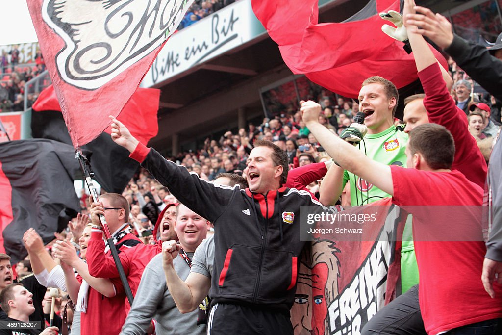 Headcoach <a gi-track='captionPersonalityLinkClicked' href=/galleries/search?phrase=Sascha+Lewandowski&family=editorial&specificpeople=5134760 ng-click='$event.stopPropagation()'>Sascha Lewandowski</a> of Leverkusen (C) and goalkeeper <a gi-track='captionPersonalityLinkClicked' href=/galleries/search?phrase=Bernd+Leno&family=editorial&specificpeople=5528639 ng-click='$event.stopPropagation()'>Bernd Leno</a> celebrate with supporters after the Bundesliga match between Bayer 04 Leverkusen and Werder Bremen at BayArena on May 10, 2014 in Leverkusen, Germany.