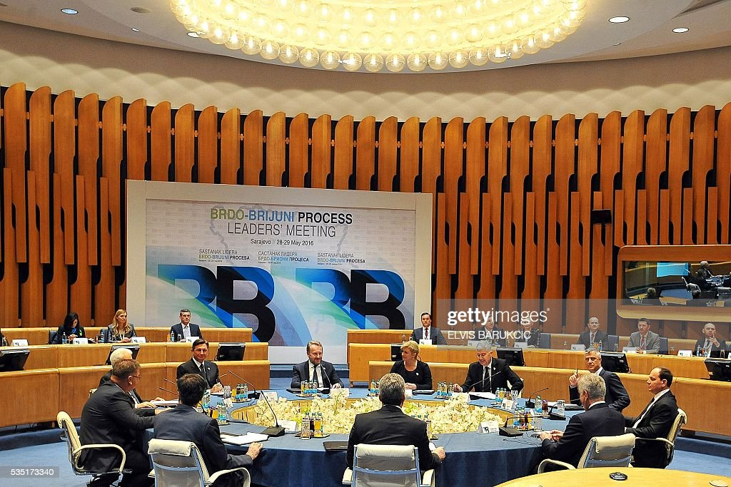 Heads of Western-Balkans countries look on during a annual summit with Heads of western Balkan nations during which they will discuss regional cooperation at the Bosnia and Herzegovina's National Assembly, in Sarajevo, on May 29, 2016. / AFP / ELVIS