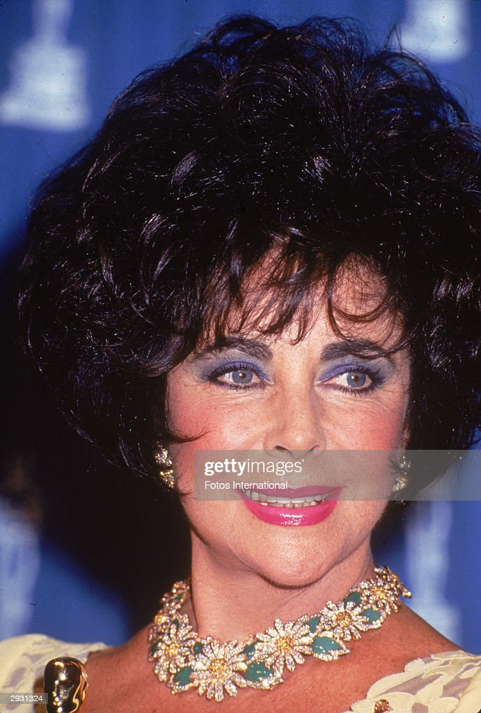 Headshot of British-born actor <a gi-track='captionPersonalityLinkClicked' href=/galleries/search?phrase=Elizabeth+Taylor&family=editorial&specificpeople=69995 ng-click='$event.stopPropagation()'>Elizabeth Taylor</a> attending the Academy Awards, Los Angeles, California, March 29, 1993.