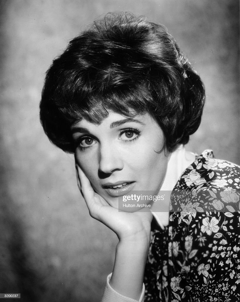 Torn curtain julie andrews - A Headshot Of English Actor Julie Andrews Resting Her Chin On Her Hand In A Promotional