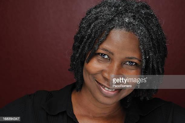 Photo de femme entre deux âges noir