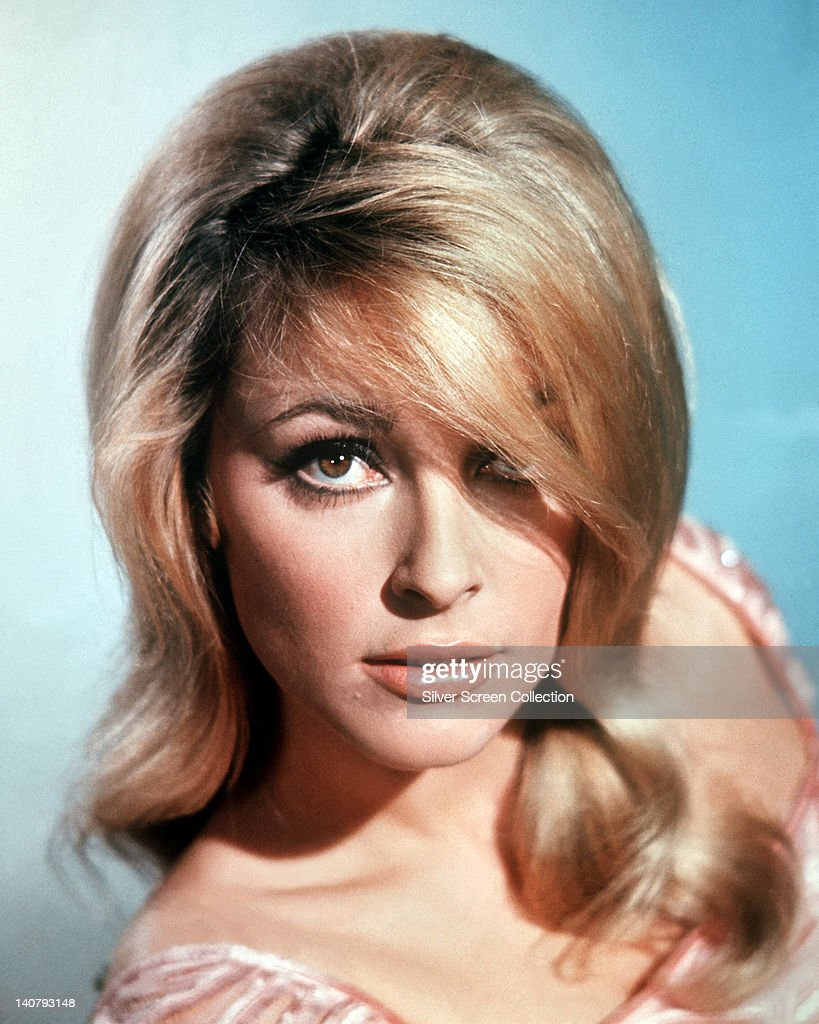 Headshot of <a gi-track='captionPersonalityLinkClicked' href=/galleries/search?phrase=Sharon+Tate&family=editorial&specificpeople=225003 ng-click='$event.stopPropagation()'>Sharon Tate</a> (1943-1969), US actress, in a studio portrait, against a light blue background, circa 1965.