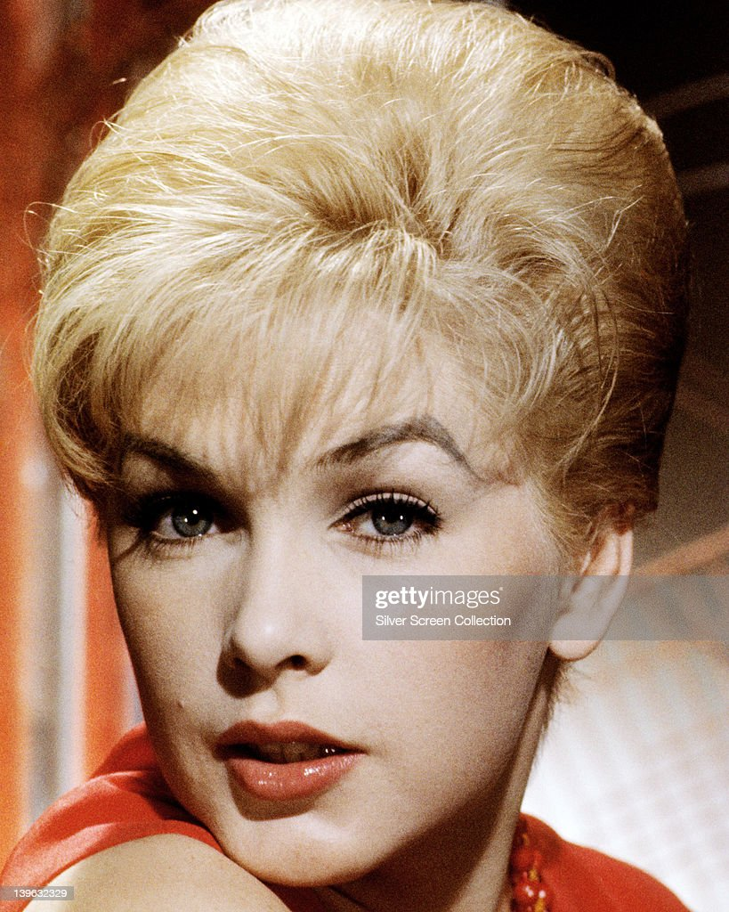 Headshot of <a gi-track='captionPersonalityLinkClicked' href=/galleries/search?phrase=Stella+Stevens&family=editorial&specificpeople=214015 ng-click='$event.stopPropagation()'>Stella Stevens</a>, US actress, in a studio portrait, circa 1960.