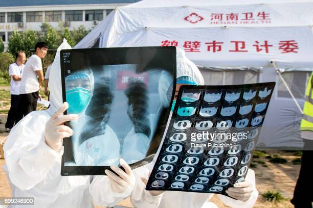 Health workers act in an exercise dealing with an outbreak of H7N9 avian flu on June 17 2017 in Hebi China Feature China / Barcroft Images LondonT44...
