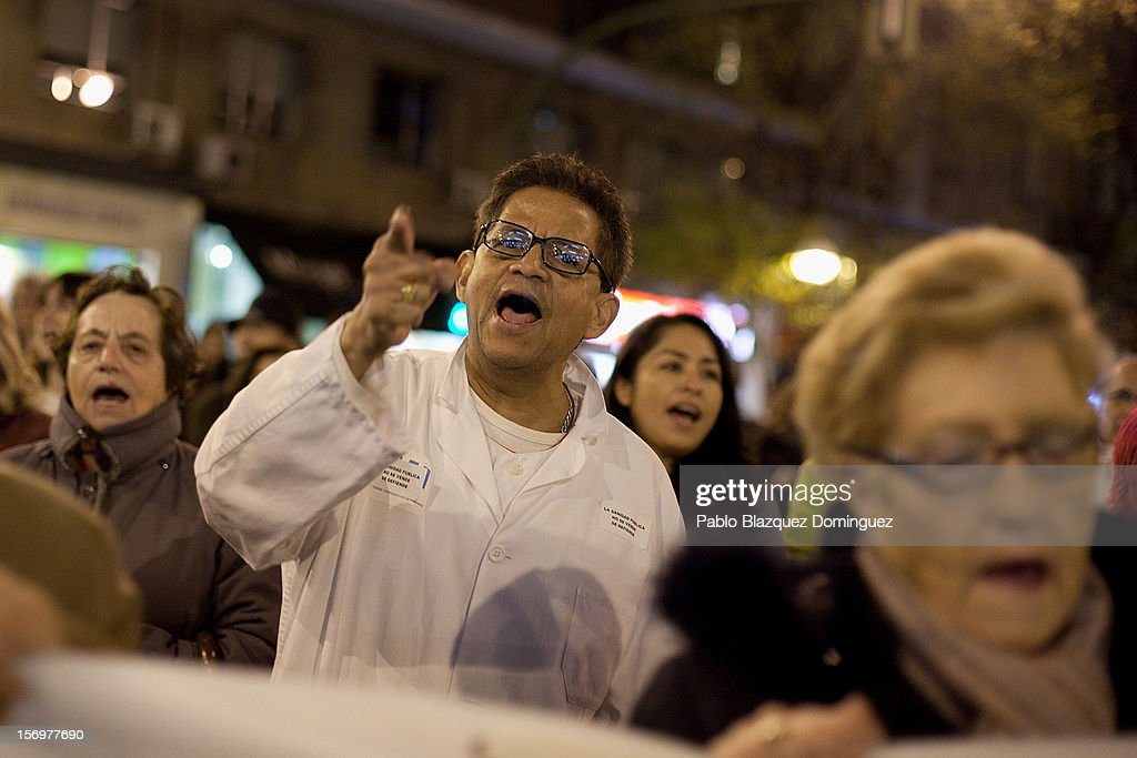 Health workers and supporters protest outside La Princesa Hospital on November 26, 2012 in Madrid, Spain. Trade unions for the first time have called for a 48 hour health worker's general strike in the Madrid Region after Regional Government announced severe cuts and privatization of Medical Centers.