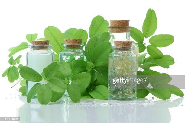 Medizinische Produkte Flaschen mit Kork und Blätter