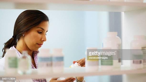 ヘルスケアワーカー見渡す在庫を設定します。